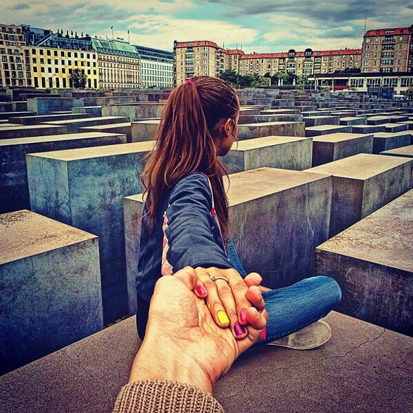 Murad-Osmann-Follow-Me-To-pictures-Photographers-Girlfriend-Leads-Him-Around-the-World-29