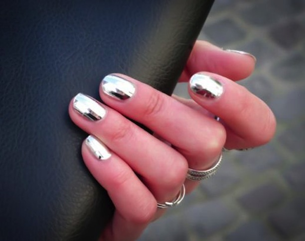 chrome nail polish