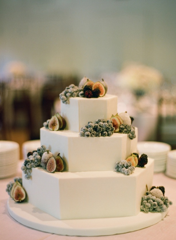 Octagonal-Wedding-Cake-With-Sugared-Fruit